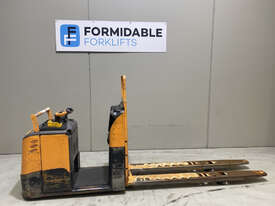 Crown GPC3000 Pallet Truck Forklift - picture0' - Click to enlarge