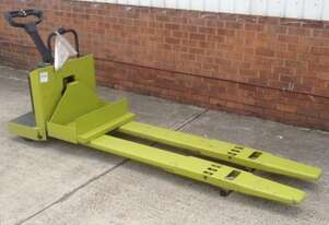 Aged Stock CLARK 2.2t LPG Double Pallet Mover - For Sale