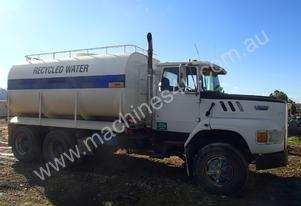 Ford L8000 Bogie Drive Water Cart