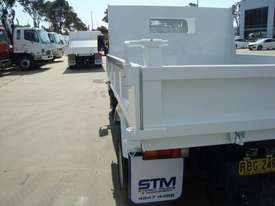 Mitsubishi Canter 715 Tipper Truck - picture10' - Click to enlarge