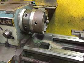 Used Victor Centre Lathe 400x1000 - picture2' - Click to enlarge