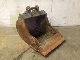 450MM TOOTHED BUCKET WITH SAND BLADE SUIT 1-2T EXCAVATOR D991 - picture0' - Click to enlarge