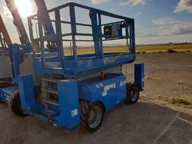 JLG 43 FT RTS SCISSOR LIFT - picture2' - Click to enlarge