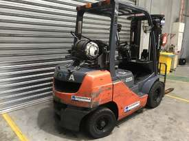 Toyota 32-8FG25 LPG / Petrol Counterbalance Forklift - picture2' - Click to enlarge