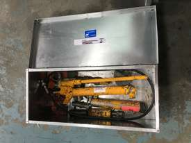 Enerpac Hydraulic Porta Power Kit Hand Pump Ram & Spreader, Industrial Quality Tools - picture9' - Click to enlarge