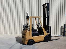 Toyota 2.5 tonne Forklift LPG 5m lift height Orange Location  - picture2' - Click to enlarge