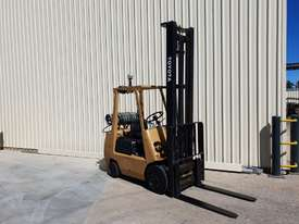 Toyota 2.5 tonne Forklift LPG 5m lift height Orange Location  - picture3' - Click to enlarge