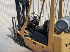 Toyota 2.5 tonne Forklift LPG 5m lift height Orange Location  - picture6' - Click to enlarge
