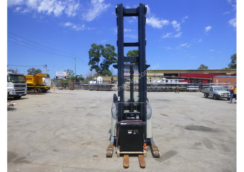 Crown 5700 Series 1.3 Tonne Electric Forklift with Charger