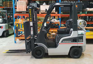 Nissan 1800kg LPG Forklift with 3000mm Two Stage Mast