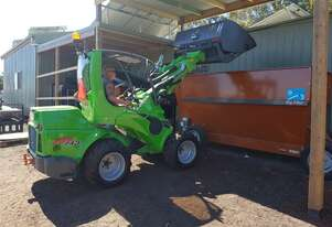 Avant 745 Articulated Mini Loader w Telescopic Boom & Hi-tip Bucket