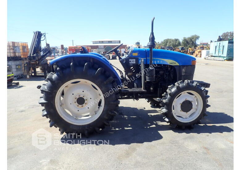 2014 SHANGHAI NEW HOLLAND SNH704 FRONT WHEEL ASSIST TRACTOR
