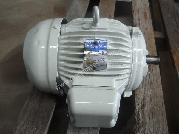 BROOK 5.5HP 3 PHASE ELECTRIC MOTOR/ 1440 RPM