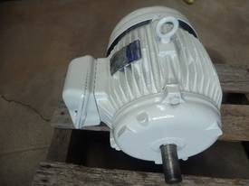 BROOK 5.5HP 3 PHASE ELECTRIC MOTOR/ 1440 RPM - picture2' - Click to enlarge