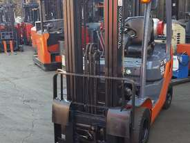 TOYOTA 8FG18 2012 MODEL LOW HOURS CONTAINER MAST  - picture1' - Click to enlarge