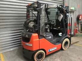 Toyota 32-8FG18 LPG / Petrol Counterbalance Forklift - picture2' - Click to enlarge