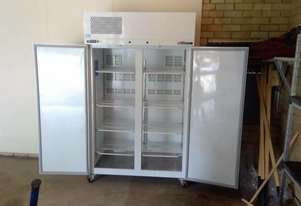 Williams LPS2SDCB Pearl Star Solid 2 Door Freezer - Used