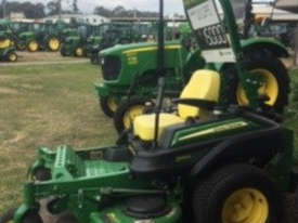 John Deere ZTRAK  Zero Turn Lawn Equipment - picture0' - Click to enlarge