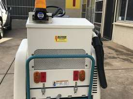 TENNANT 6100 Ultra low hrs, optioned and road compliance kit fitted! WOW! - picture1' - Click to enlarge