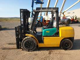 Komatsu 4 Ton forklift plus 3 attachments - picture0' - Click to enlarge