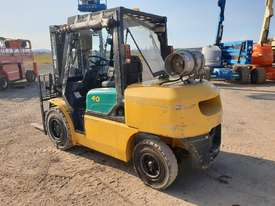 Komatsu 4 Ton forklift plus 3 attachments - picture1' - Click to enlarge