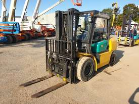 Komatsu 4 Ton forklift plus 3 attachments - picture2' - Click to enlarge