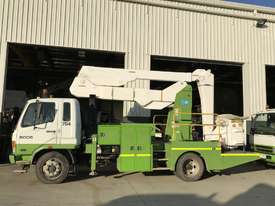 2005 MITSUBISHI FK600 Travel Tower Truck - picture0' - Click to enlarge