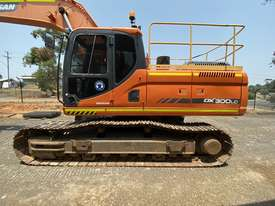 Low hour 30t excavator with attachments  - picture2' - Click to enlarge