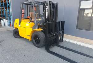TCM 4000kg Diesel Forklift with 4350mm 3 Stage Container Mast