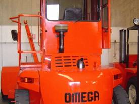 16T 20-40 Foot Container Stacker Forklift (5 high) - picture12' - Click to enlarge