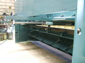 EPIC 3070 x 6.5mm Over Driven Individual Clamp Hydraulic Guillotine   - picture4' - Click to enlarge