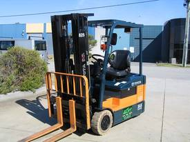 TOYOTA 1.5t Battery/ Electric  with LOW HOURS - picture1' - Click to enlarge