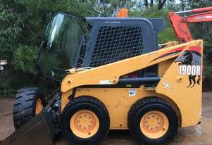 2014 MUSTANG 1900R SKID STEER LOADER A/C 2000 HOURS HIGH FLOW POWER TACH RIDE CONTROL PILOT CONTROLS