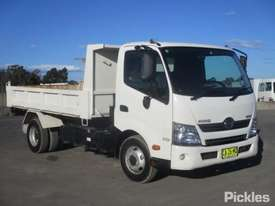 2014 Hino 300 717 - picture0' - Click to enlarge