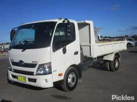 2014 Hino 300 717 - picture2' - Click to enlarge