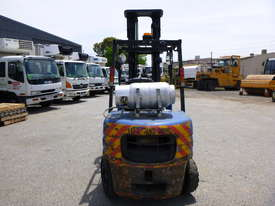 Mitsubishi FG35AT 3.5 Tonne LPG Forklift - picture2' - Click to enlarge