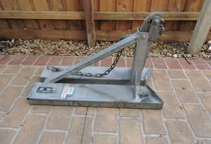 East West Engineering Slip-On Parrot Beak Single Drum Lifter 500kg SWL (BG-1)