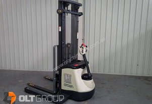Crown Walkie Stacker SX3030 5.5m Lift 3 Stage Mast
