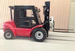 2.5 Tonne Low profile forklift with rotator!