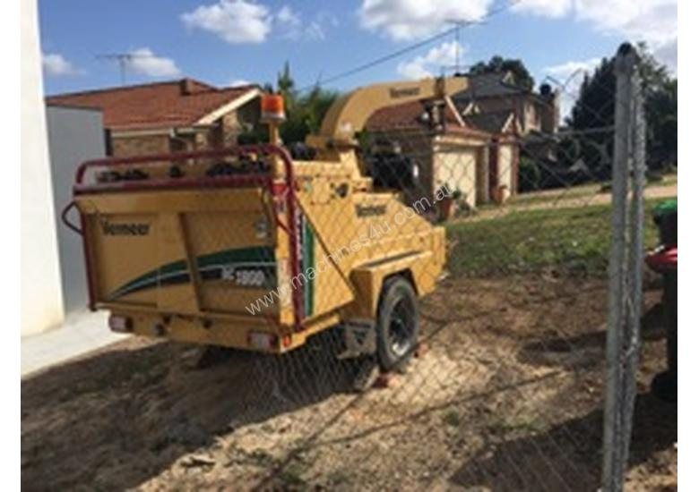 Wood chipper for sale - good hours