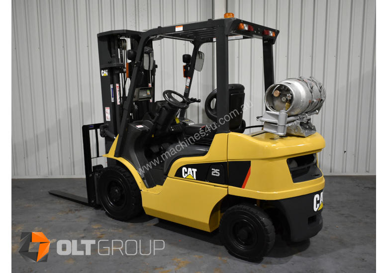 CAT Forklift GP25N 2.5 Tonne Dual Fuel Petrol/LPG Container Mast Excellent Condition Solid Tyres