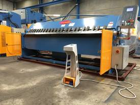 2 Axis Angle & Backgauge 3200mm x 4mm Panbrake - picture13' - Click to enlarge