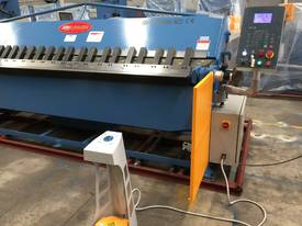 2 Axis Angle & Backgauge 3200mm x 4mm Panbrake - picture14' - Click to enlarge