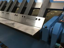 2 Axis Angle & Backgauge 3200mm x 4mm Panbrake - picture15' - Click to enlarge