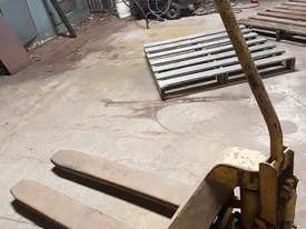 Pallet hand truck - picture0' - Click to enlarge