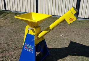Auger Out Feed & Grain Roller Mill Cracker Horses Cattle Pigs Poultry Sheep