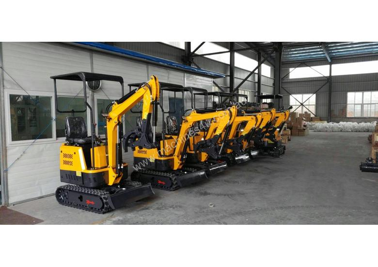 2018 Mini Excavator with Quick Hitch Changer