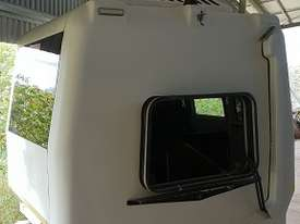 7 Seat All Terrian Warrior ATW 4x4 Bus Pod Camper Fiberglass Sleeper Mitsubishi Canter Fuso  - picture3' - Click to enlarge