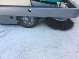 2014 Tennant S10 FLOOR SWEEPER - picture7' - Click to enlarge