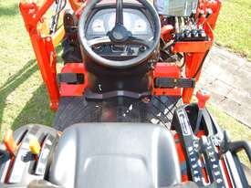KUBOTA NEW 27 HP TRACTOR - picture2' - Click to enlarge